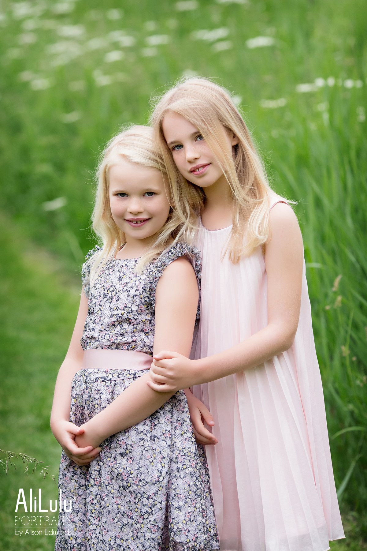 sisters in outdoor photo session nottingham