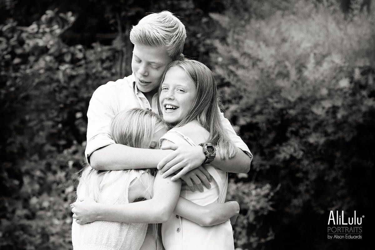 brother hugging sisters nottingham photo shoot